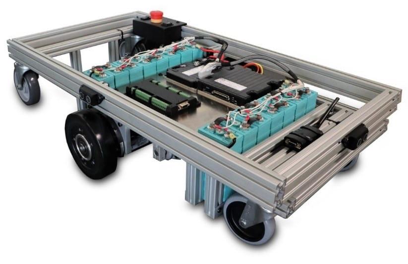 شکل ۱۴: ربات شرکت Roboteq با مکانیزم درایو و هدایت به وسیله دو چرخ فعال و چهار چرخ پسیو
